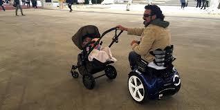 silla de ruedas eléctrica Genny Mobility, la silla de ruedas con el mejor diseño del mercado. Capaz de circular con toda seguridad por cualquier terreno y que se lleva con el peso del cuerpo, dejanod las manos libres.